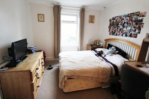 4 bedroom semi-detached house to rent - WINTON