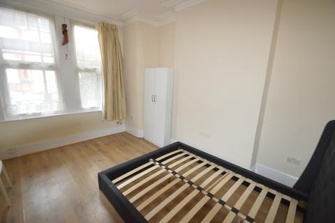 3 bedroom terraced house to rent - Lordsmead Road, London, N17