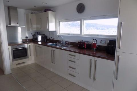 2 bedroom flat to rent - Marina