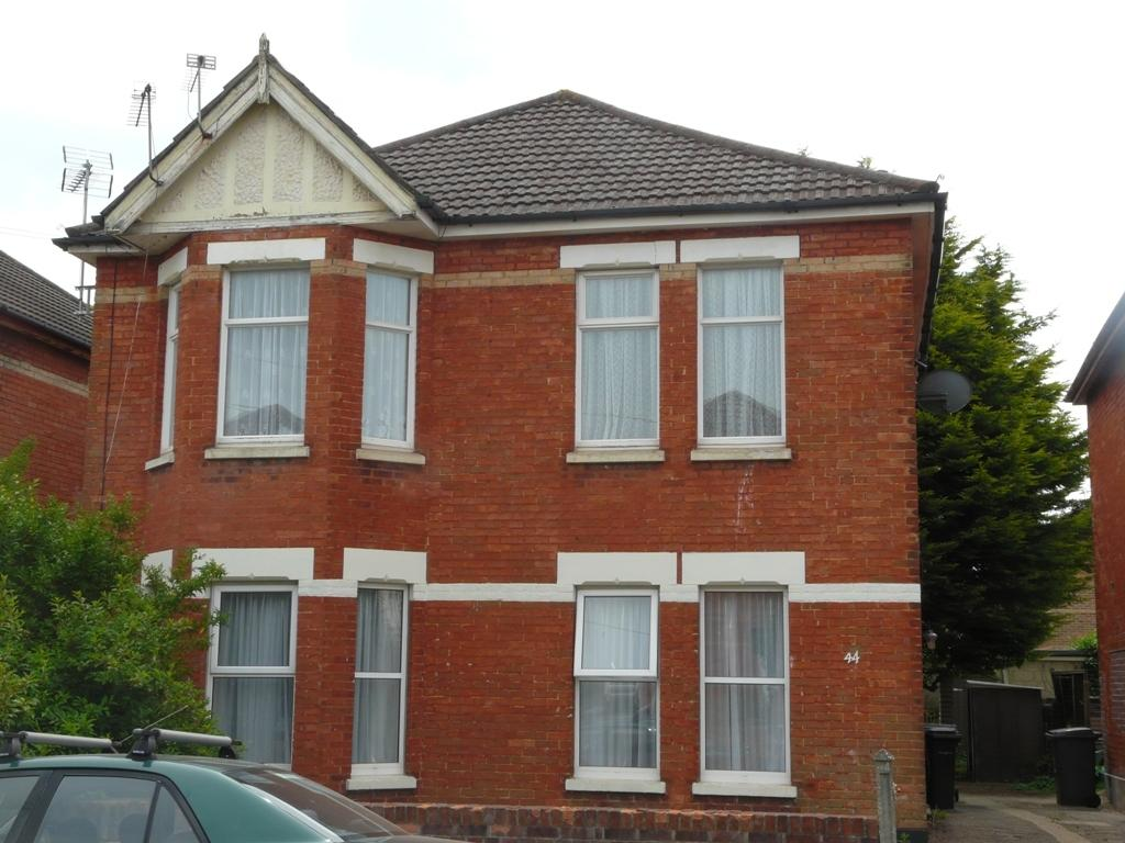 2 Bedrooms Flat for rent in Gerald Road, Charminster