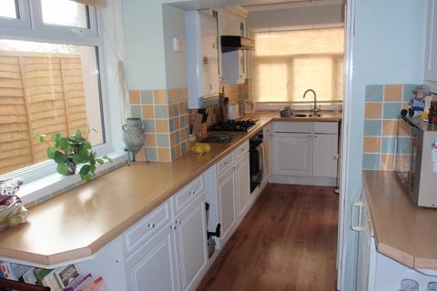 5 bedroom semi-detached house to rent - Columbia Road, Ensbury Park