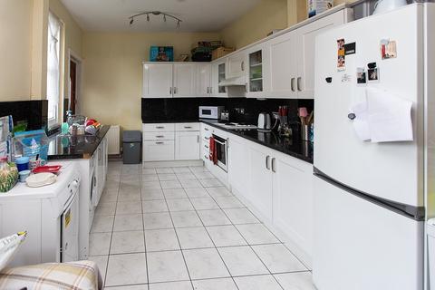 6 bedroom detached house to rent - Alma Road, Winton