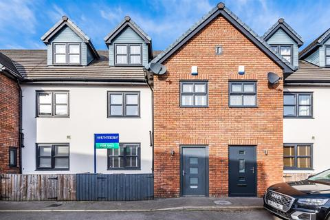 3 bedroom terraced house for sale - Orchard Mount, Eccles, Manchester, M30 9NS