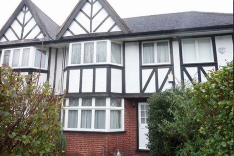 5 bedroom semi-detached house to rent - Gunnersbury Avenue W3