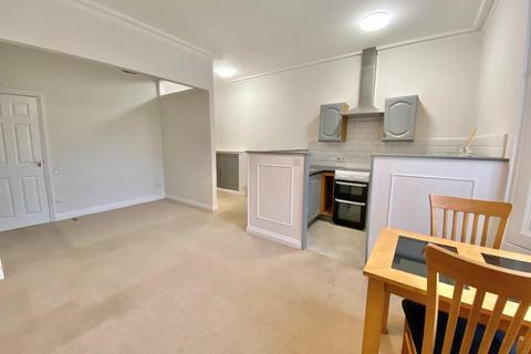 Studio to rent - Babbacombe Road, Torquay TQ1