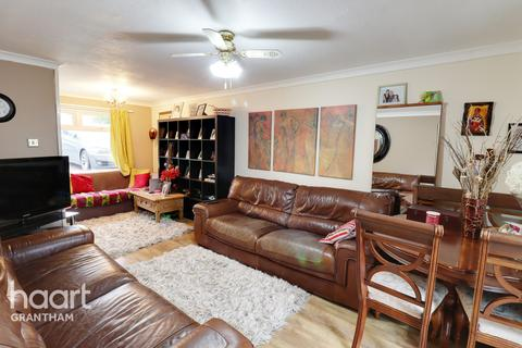 3 bedroom end of terrace house for sale - Gannet Court, Grantham