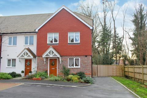 3 bedroom semi-detached house for sale - Thakeham - Massey Close