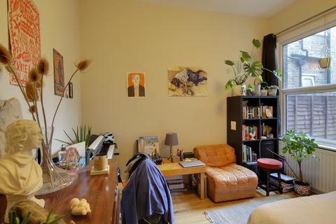 3 bedroom apartment to rent - Church Hill