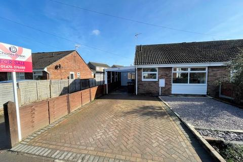 2 bedroom semi-detached bungalow for sale - Alma Park Road, Grantham
