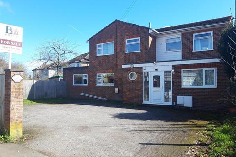 4 bedroom detached house for sale - Plough Lane, Harefield