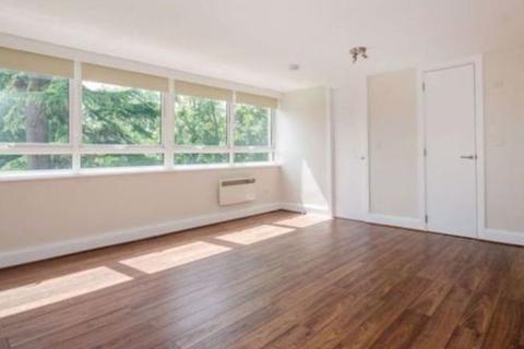 Studio to rent - Highgate