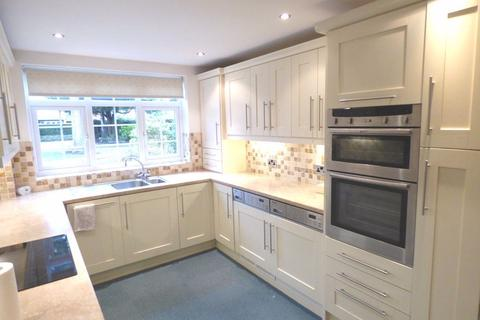 2 bedroom apartment to rent - Pinewood Court, South Downs Road, Hale, WA14 3HY