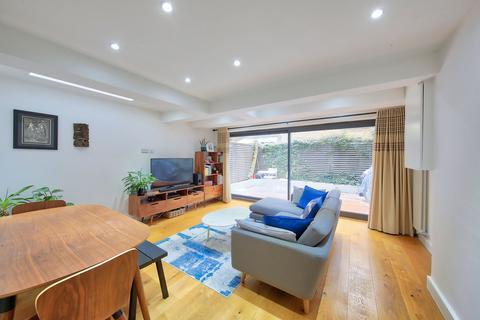 2 bedroom flat for sale - Marjorie Grove, London, SW11