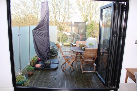 3 bedroom apartment to rent - Willingdon Road, London