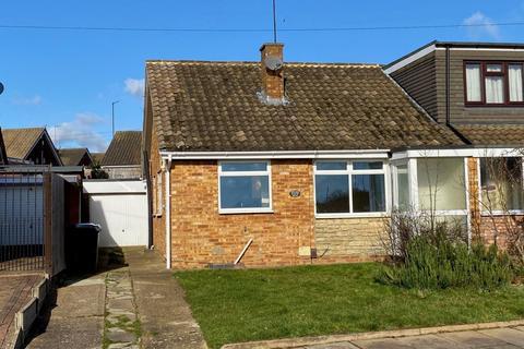2 bedroom semi-detached bungalow for sale - Hoylake Drive, Links View, Northampton NN2 7NJ