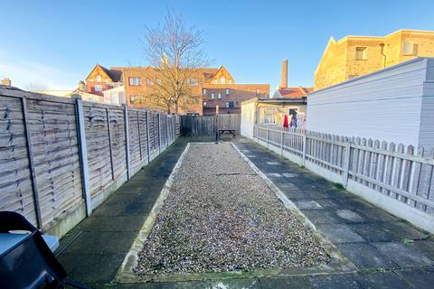1 bedroom flat for sale - HUGE 1 BED GROUND FLAT WITH GARDEN IN GREEN STREET AREA