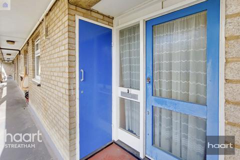 3 bedroom apartment for sale - Hazelhurst Road, London