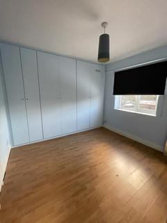 2 bedroom terraced house to rent - London, IG2