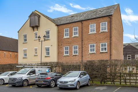 2 bedroom flat for sale - Waterford Gate,  Aylesbury,  Buckinghamshire,  HP19