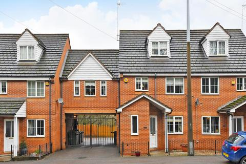4 bedroom townhouse for sale - Chesterfield Road, Dronfield, Derbyshire, S18 1XH
