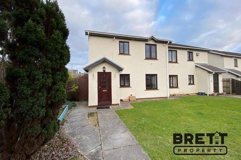2 bedroom flat for sale - Park Avenue, Kilgetty, Pembrokeshire. SA68 0UB