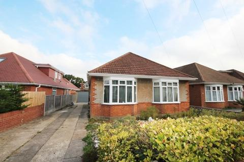 3 bedroom detached bungalow to rent - Strathmore Road, Muscliff, Bournemouth