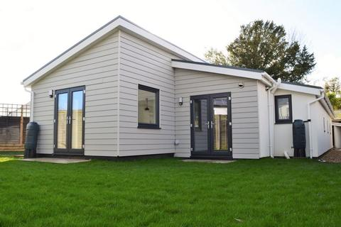 3 bedroom detached bungalow for sale - Station Road, Hayling Island