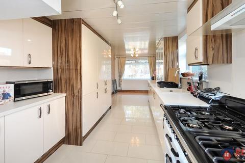 3 bedroom semi-detached house to rent - St Edmunds Drive, Gateshead