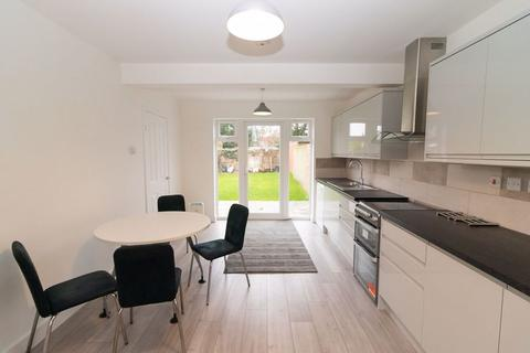 3 bedroom semi-detached house to rent - Central Avenue, Hayes, Middlesex