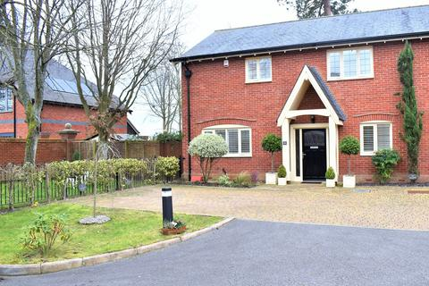 4 bedroom semi-detached house for sale - Homefield Close, Winkton, Christchurch, BH23