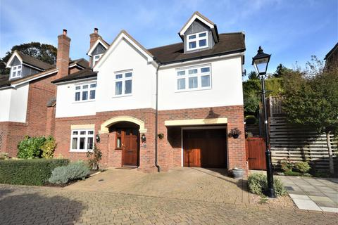 5 bedroom detached house for sale - Five bedroom detached property off Outwood Lane, Chipstead, Coulsdon