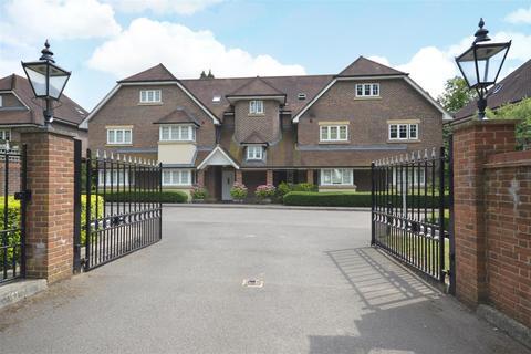 2 bedroom flat for sale - Babylon Lane, Lower Kingswood, Tadworth