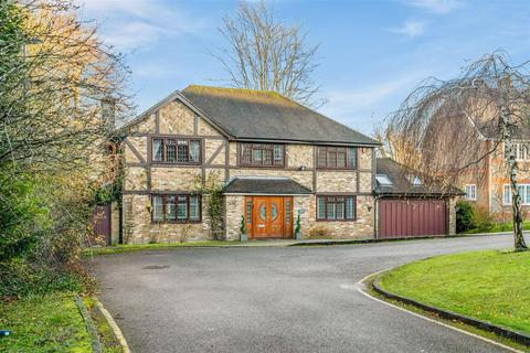 5 bedroom detached house for sale - Petworth Close, Coulsdon, Chipstead