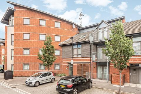 2 bedroom flat to rent - Lewin Terrace, Bedfont, TW14