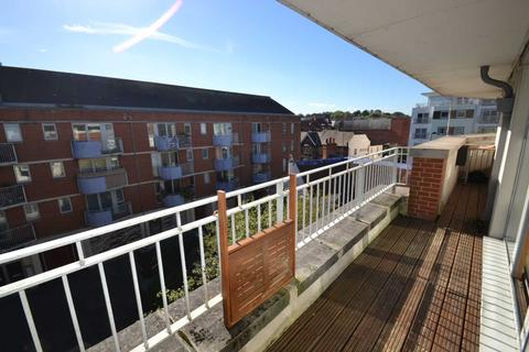 2 bedroom apartment to rent - The Oaks Square, Epsom, KT19 8AR