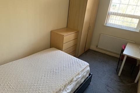 3 bedroom flat to rent - Raglan Road, Hyde Park