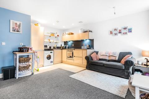 2 bedroom flat for sale - Kerr Place,  Aylesbury,  HP21