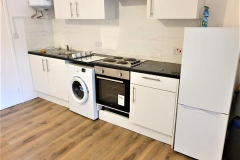 2 bedroom flat to rent - BILLET LANE, HORNCHURCH RM11
