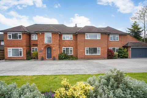 5 bedroom detached house for sale - Ruxley Crescent, Claygate, Esher, Surrey, KT10