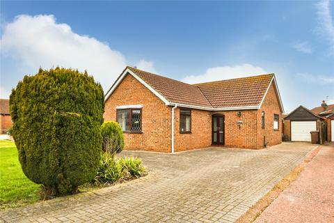 3 bedroom bungalow for sale - Weghill Road, Preston, Hull, HU12