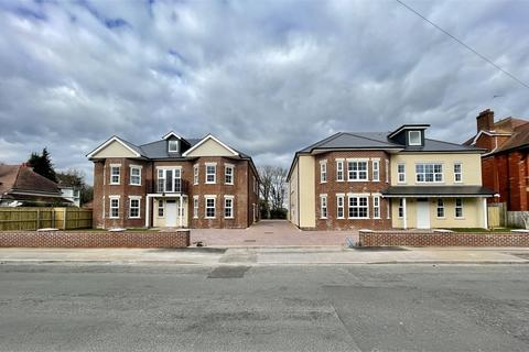 3 bedroom flat for sale - St Albans Avenue, Queens Park, Bournemouth