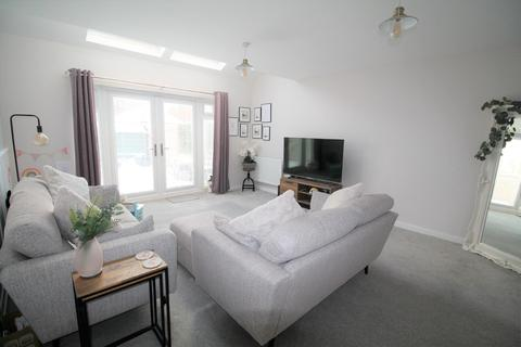 4 bedroom end of terrace house for sale - Whitworth Park Drive, Elba Park, Houghton-le-Spring