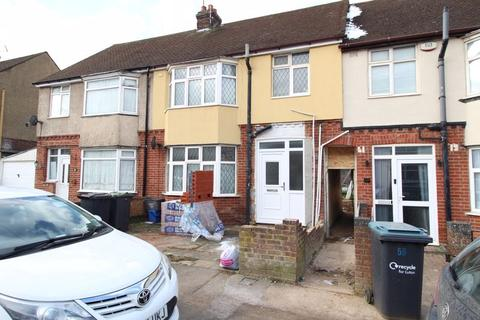 3 bedroom terraced house for sale - St. Lawrence Avenue, Luton