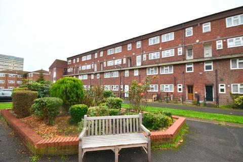 2 bedroom property to rent - Sansom Road, Leytonstone, London