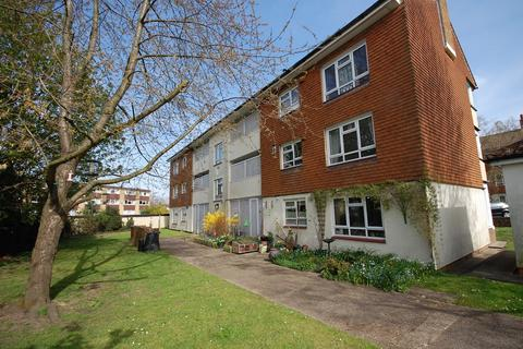 3 bedroom flat to rent - Kemsing Close, Bromley, BR2