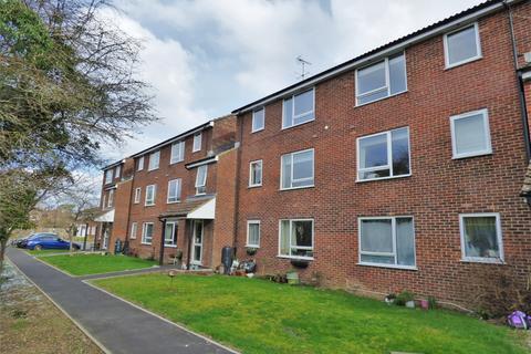 2 bedroom flat for sale - Warner Court, Church Close, RH15