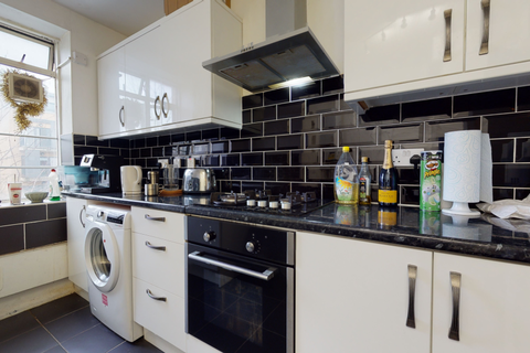 3 bedroom flat to rent - Arbour House, Arbour Square, London E1