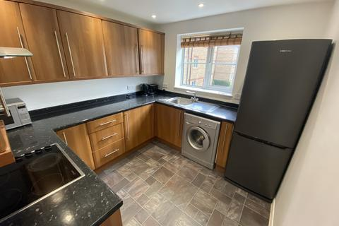2 bedroom flat to rent - Higham Station Avenue, Chingford, E4