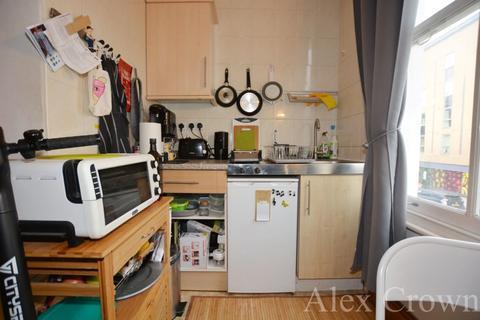 Studio to rent - Benwell Road, Holloway