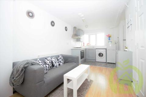 2 bedroom apartment to rent - Snowdrop Path, Romford